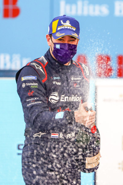 Robin Frijns (NLD), Envision Virgin Racing celebrates on the podium, 2nd position