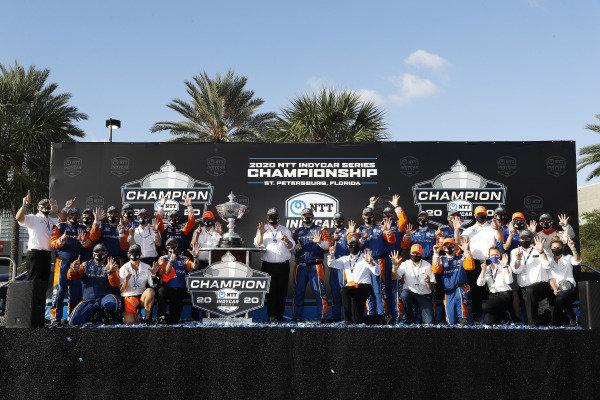 Champion #9 Scott Dixon, Chip Ganassi Racing Honda and team