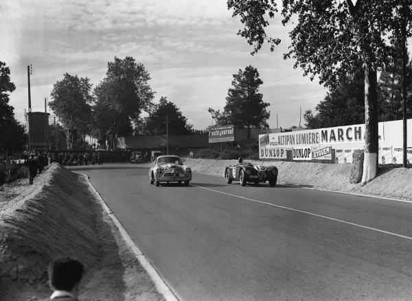 Le Mans, France. 13th - 14th June 1953 Peter Whitehead/Ian Stewart (Jaguar XK120 C), 4th position, passes Hans-Hugo Hartmann/Adolf Brudes (Borgward Hansa 1500), retired, action. World Copyright: LAT Photographic Ref: Autocar Glass Plate C36020.