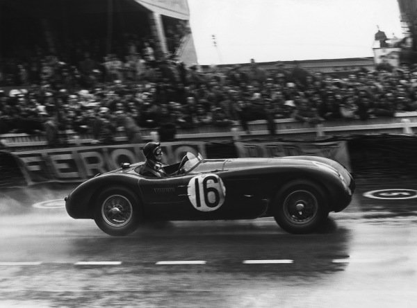 Le Mans, France. 12th - 13th June 1954 Roger Laurent/Jacques Swaters (Jaguar C-type), 4th position, action. World Copyright: LAT Photographic Ref: Autocar Used Pic 18th June 1954 Pg 870.