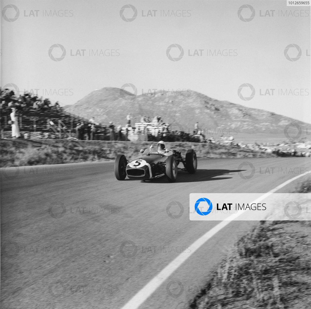 Riverside, California, USA. 18th - 20th November 1960.Stirling Moss (Lotus 18-Climax) 1st position, action.World Copyright: LAT Photographic.Ref: 7489.