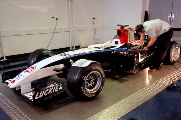 2004 Spanish Grand Prix, Barcelona, Spain.6th May 2004BAR Honda reveal the Radical car which Anthony Davidson will drive in the Friday practice sessions.Copyright: Lucky Strike Racing ref: 35mm Image