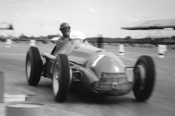 1951 British Grand Prix.Silverstone, Great Britain. 14 July 1951.Giuseppe Farina (Alfa Romeo 159). Ref-51/38 #22A.World Copyright - LAT Photographic