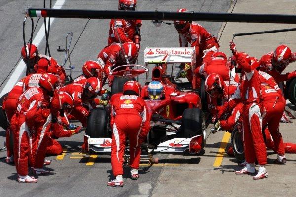 Fernando Alonso (ESP) Ferrari F10 makes a pit stop. Formula One World Championship, Rd 8, Canadian Grand Prix, Race, Montreal, Canada, Sunday 13 June 2010.