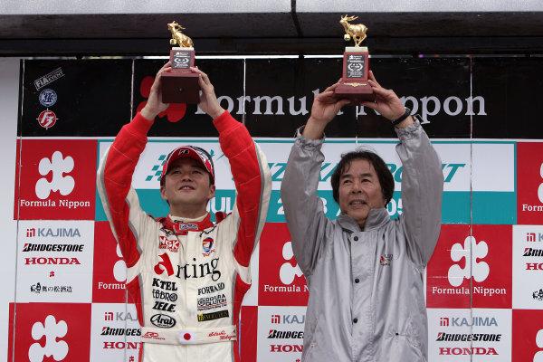 2005 Japanese Formula Nippon ChampionshipSuzuka, Japan. 2nd - 3rd July Satoshi Motoyama and Kazuyoshi Hoshino. Podium World Copyright: Yasushi Ishihara/LAT Photographicref: Digital Image Only