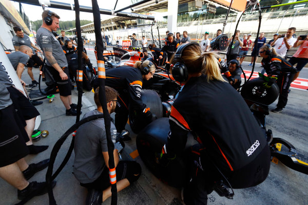 Red Bull Ring, Spielberg, Austria. Thursday 06 July 2017. The McLaren team organise an all-female pit stop. World Copyright: Steven Tee/LAT Images ref: Digital Image _O3I4915
