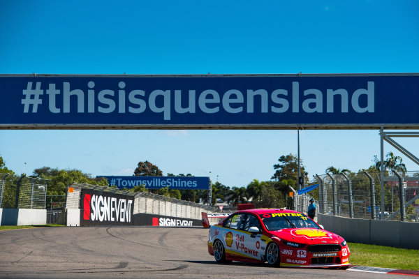 2017 Supercars Championship Round 7.  Townsville 400, Reid Park, Townsville, Queensland, Australia. Friday 7th July to Sunday 9th July 2017. Scott McLaughlin drives the #17 Shell V-Power Racing Team Ford Falcon FGX. World Copyright: Daniel Kalisz/ LAT Images Ref: Digital Image 070717_VASCR7_DKIMG_656.jpg