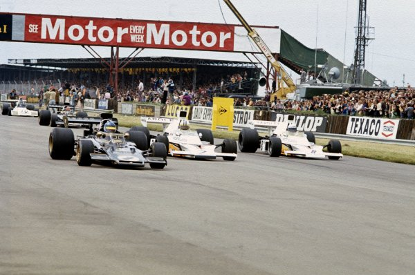 1973 British Grand Prix.Silverstone, England.12-14 July 1973.Ronnie Peterson (Lotus 72E Ford) leads Denny Hulme and Peter Revson (both McLaren M23 Ford's) at the start.Ref-73 GB 50.World Copyright - LAT Photographic