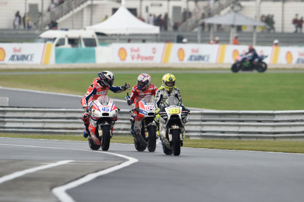 2017 MotoGP Championship - Round 17 Sepang, Malaysia. Sunday 29 October 2017 Andrea Dovizioso, Ducati Team, Scott Redding, Pramac Racing World Copyright: Gold and Goose / LAT Images ref: Digital Image 26707