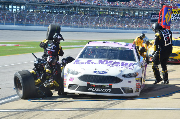 Monster Energy NASCAR Cup Series GEICO 500 Talladega Superspeedway, Talladega, AL USA Sunday 7 May 2017 Matt DiBenedetto, GO FAS Racing, EJ Wade Foundation Ford Fusion, makes a pit stop World Copyright: John K Harrelson LAT Images ref: Digital Image 17TAL1jh_05109