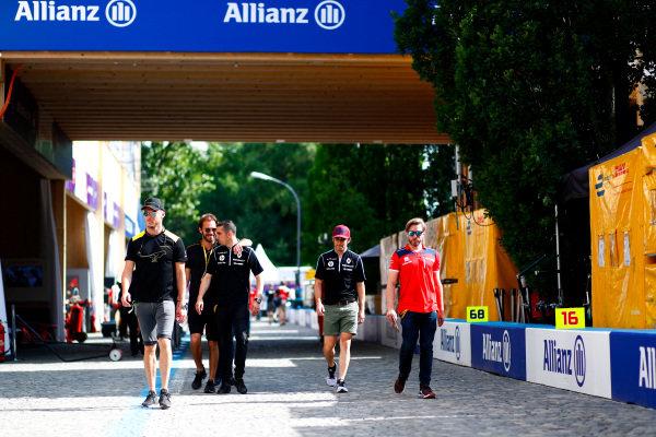Andre Lotterer (BEL), TECHEETAH, Renault Z.E. 17, Jean-Eric Vergne (FRA), TECHEETAH, Renault Z.E. 17, Sébastien Buemi (SUI), Renault e.Dams, Renault Z.E 17, Nicolas Prost (FRA), Renault e.Dams, Renault Z.E 17, and Nick Heidfeld (GER), Mahindra Racing, Mahindra M4Electro, in the pit lane.
