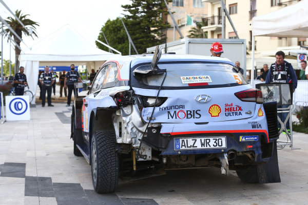 Thierry Neuville survived a bruising second day on Rally d'Italia Sardinia