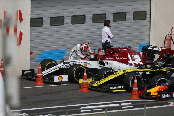 Kimi Raikkonen, Alfa Romeo Racing C38, in Parc Ferme after the race