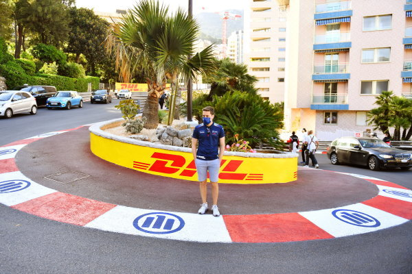 Robin Frijns (NLD), Envision Virgin Racing, walks the track