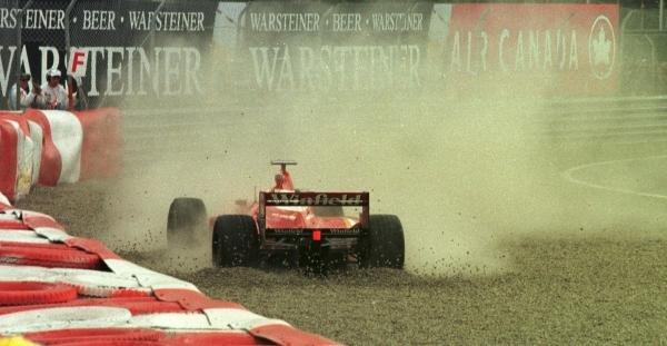 1998 Canadian Grand Prix.Montreal, Quebec, Canada. 5-7 June 1998.Heinz-Harald Frentzen (Williams FW20 Mecachrome) ploughs into the gravel after colliding with Michael Schumacher.World Copyright - Steve Etherington/LAT Photographic