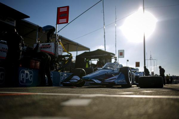 #3: Scott McLaughlin, Team Penske Chevrolet, crew members