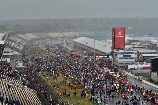 Fans entering circuit