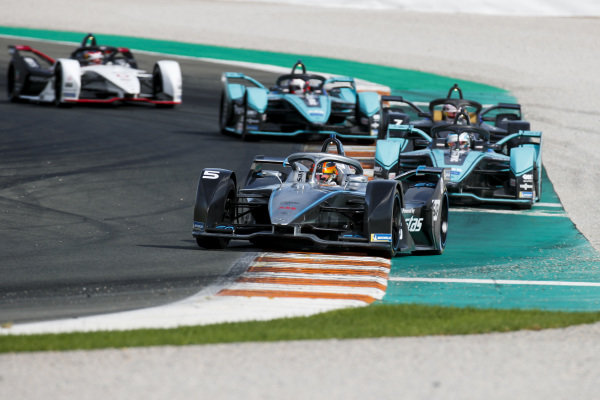 Stoffel Vandoorne (BEL), Mercedes Benz EQ Formula, EQ Silver Arrow 01 leads James Calado (GBR), Panasonic Jaguar Racing, Jaguar I-Type 4 and Nico Müller (CHE), GEOX Dragon, Penske EV-4