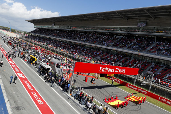 The grid with the Spanish and Catalan Flag during he National Anthem