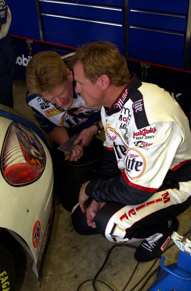 Driver Rusty Wallace (R) works with a crew member on the front ride-height of his car.NASCAR Pontiac Excitement 400 at Richmond International Raceway Richmond, Virginia, USA 6 May,2000-F Peirce Williams 2000 LAT PHOTOGRAPHIC