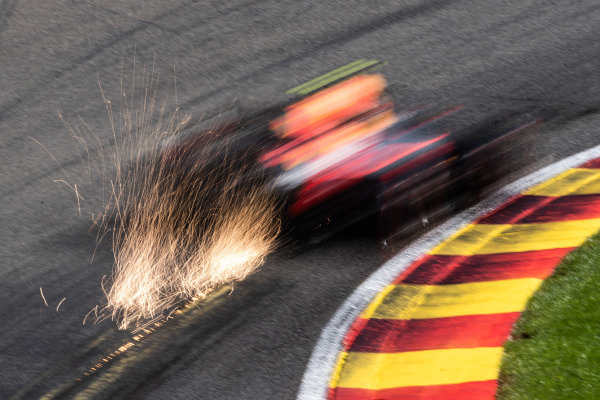 Alexander Albon, Red Bull RB15, kicks up sparks