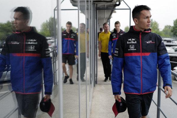 Alexander Albon, Toro Rosso, and Daniil Kvyat, Toro Rosso