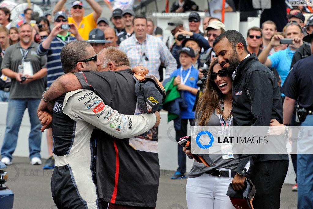 26 May, 2013, Indianapolis, Indiana, USA Tony Kanaan (#11) hugs friend Chuck