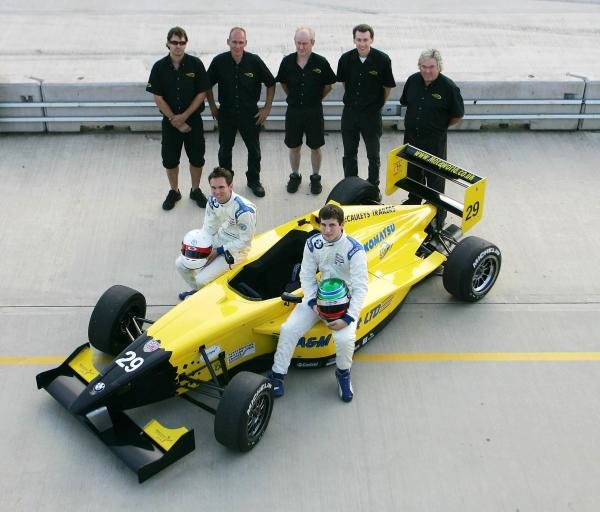 2004 Motaworld Racing team shot.