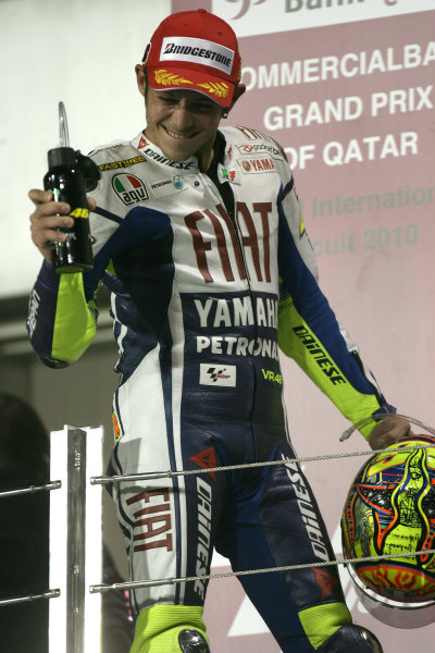 Losail International Circuit, Qatar.Round 1. 9th - 11th April 2010.Valentino Rossi Fiat Yamaha celebrates his victory.World Copyright: Martin Heath/LAT Photographicref: Digital Image SE5K6722