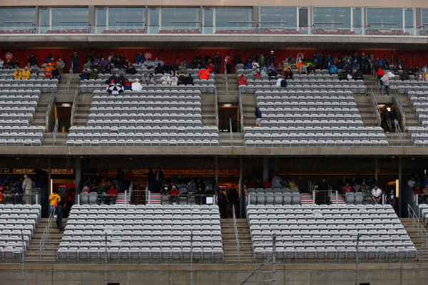 Circuit of the Americas, Austin, Texas, United States of America.  Saturday 24 October 2015. Fans avoid the rain. World Copyright: Andrew Ferraro/LAT Photographic ref: Digital Image _FER8784