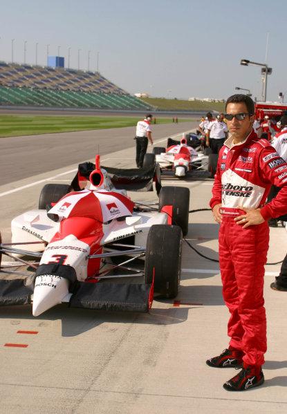 2003 IRL IndyCar Kansas, Kansas Speedway, Kansas City, Kansas, 4-6 July, 2003.Helio Castroneves watches the first group practice.World copyright: Phillip Abbott/USA.LAT Photographic.