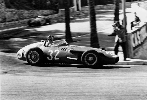 Monte Carlo, Monaco. 19 May 1957.Juan Manuel Fangio (Maserati 250F), 1st position, action.World Copyright: LAT Photographic.Ref: B/WPRINT.