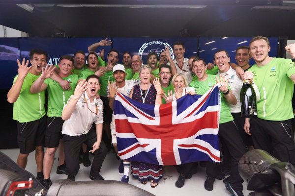 Autodromo Hermanos Rodriguez, Mexico City, Mexico. Sunday 29 October 2017. Lewis Hamilton, Mercedes AMG, celebrates with his team and his mother Carmen Larbalestier after securing the world drivers championship title for the fourth time. World Copyright: Steve Etherington/LAT Images  ref: Digital Image SNE14579
