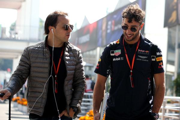 Autodromo Hermanos Rodriguez, Mexico City, Mexico. Thursday 26 October 2017. Felipe Massa, Williams Martini Racing, talks to Daniel Ricciardo, Red Bull Racing.  World Copyright: Charles Coates/LAT Images  ref: Digital Image AN7T2569