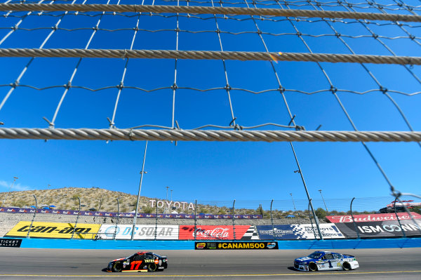 Monster Energy NASCAR Cup Series Can-Am 500 Phoenix Raceway, Avondale, AZ USA Saturday 11 November 2017 Ricky Stenhouse Jr, Roush Fenway Racing, Robert Yates Tribute Ford Fusion and Jamie McMurray, Chip Ganassi Racing, Cessna Chevrolet SS World Copyright: Nigel Kinrade LAT Images