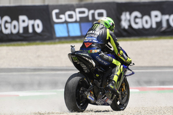 Valentino Rossi, Yamaha Factory Racing, Joan Mir, Team Suzuki MotoGP, running wide.