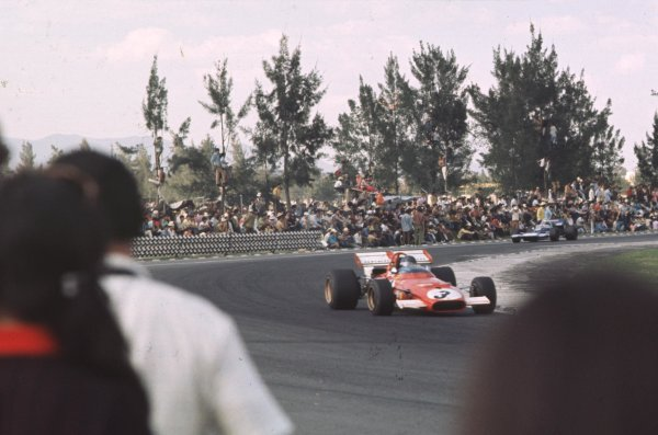 1970 Mexican Grand Prix.Mexico City, Mexico.23-25 October 1970.Jacky Ickx (Ferrari 312B) leads Jackie Stewart (Tyrrell 001 Ford). Ickx finished in 1st position.Ref-70 MEX 52.World Copyright - LAT Photographic