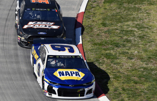 #9: Chase Elliott, Hendrick Motorsports, Chevrolet Camaro NAPA AUTO PARTS and #32: Corey LaJoie, Go FAS Racing, Ford Mustang CorvetteParts.net