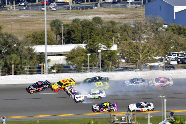 #11: Denny Hamlin, Joe Gibbs Racing, Toyota Camry FedEx Express and #22: Joey Logano, Team Penske, Ford Mustang Shell Pennzoil wreck