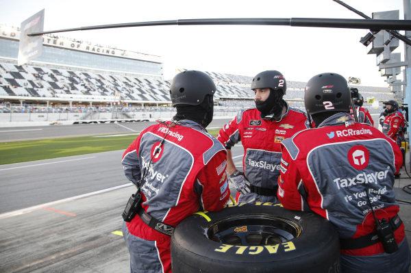 #2: Myatt Snider, Richard Childress Racing, Chevrolet Camaro TaxSlayer, crew