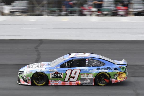 #19: Martin Truex Jr., Joe Gibbs Racing, Toyota Camry Resers Fine Foods #LetsPicnic