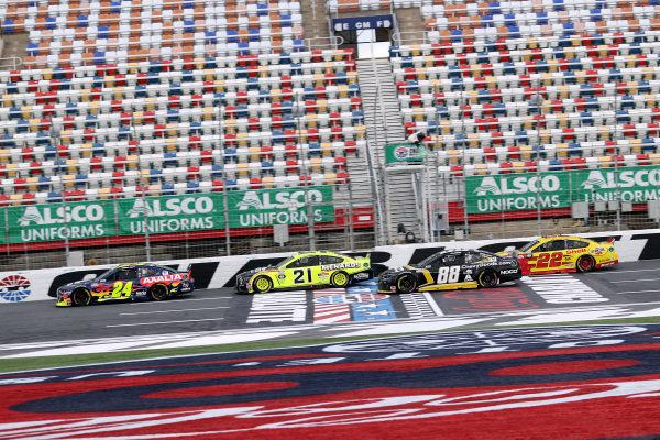 William Byron, Hendrick Motorsports Chevrolet Axalta leads Copyright: Chris Graythen/Getty Images