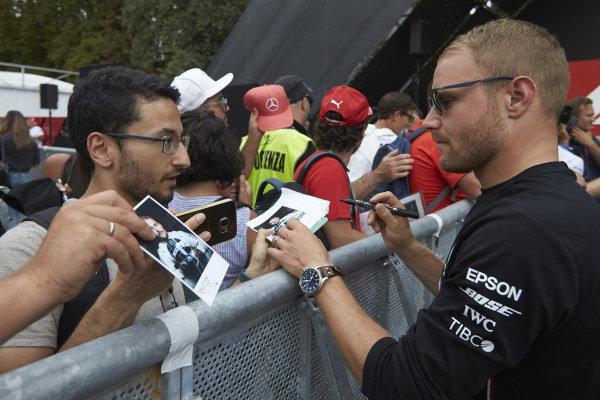 Valtteri Bottas, Mercedes AMG F1 signs an autograph for a fan