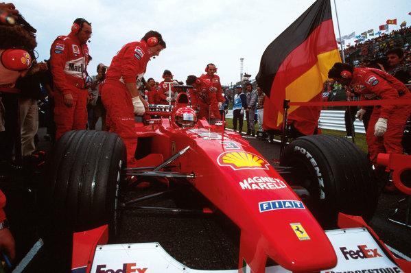 Suzuka, Japan.6-8 October 2000.Michael Schumacher (Ferrari F1-2000) 1st position.