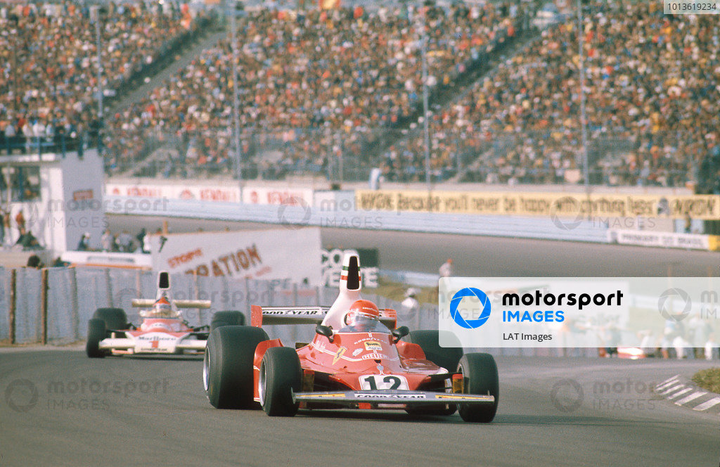 1975 United States Grand Prix. Watkins Glen, New York, USA. 3-5 October 1975. Niki Lauda (Ferrari 312T) 1st position followed by Emerson Fittipaldi (McLaren M23 Ford) 2nd position. Ref-75 USA 09. World Copyright - LAT Photographic