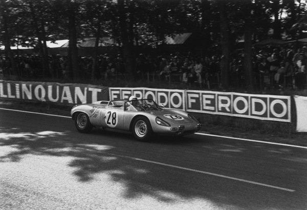 Le Mans, France. 15th - 16th June 1963.Edgar Barth/Herbert Linge (Porsche 718/8 RS), 8th position, action. World Copyright: LAT Photographic.Ref:  10451M - 36.