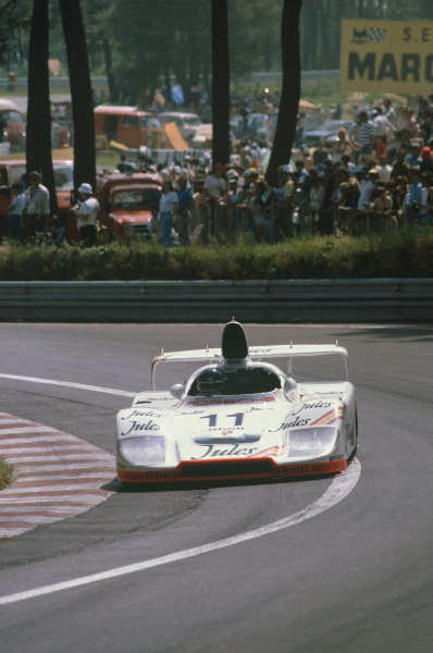 1981 Le Mans 24 Hours. Le Mans, France. 13th - 14th June 1981. Jacky Ickx / Derek Bell (Porsche 936/81), 1st position, action.  World Copyright: LAT Photographic. Ref: 81LM02.