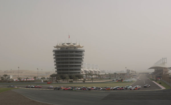 Round 2 - Gulf Air Desert 400Bahrain International Circuit, Sakhir, Bahrain.24th - 27th Febraury 2010.Race 2 start.World Copyright: Mark Horsburgh/LAT Photographicref: Digital Image Race 2 Start-EV02-11616
