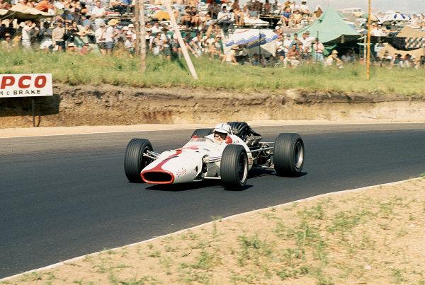 1968 South African Grand Prix.Kyalami, South Africa.30/12/67-1/1/1968.John Surtees (Honda RA300) 8th position. Ref-68 SA 36.World Copyright - LAT Photographic