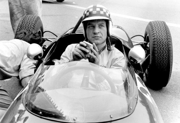 1960s Formula 1.Innes Ireland.Ref-10010, 40mb RGB scan.World Copyright: LAT Photographic